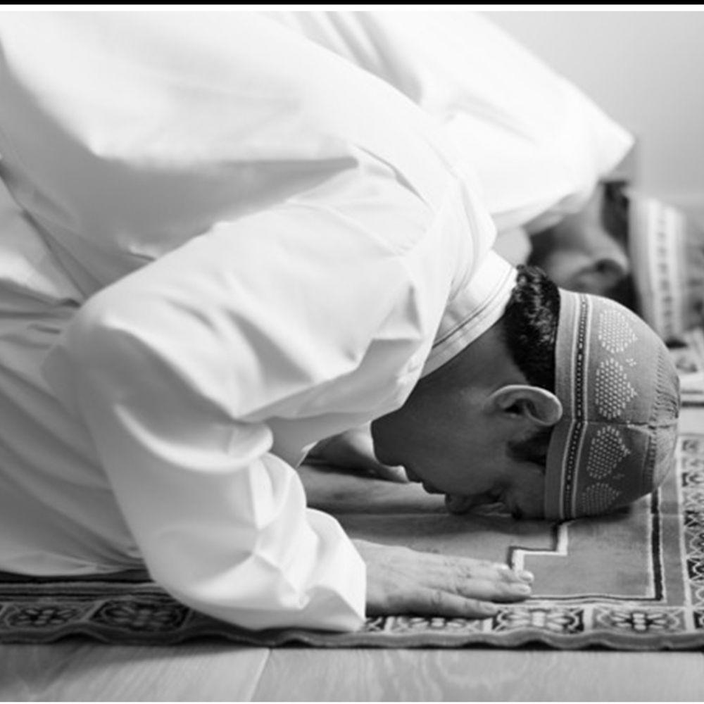 Tata cara sholat tarawih berjamaah maupun sendiri di rumah