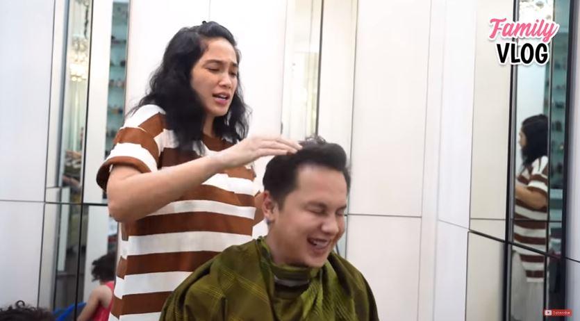 momen ussy cukur rambut andhika youtube
