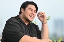 Omzet menurun saat corona, Ivan Gunawan banting stir jualan peyek