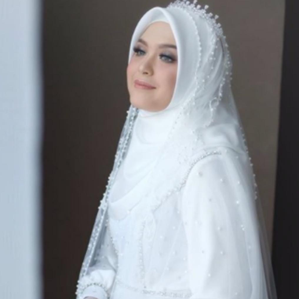 Cerita unik di balik gaun pengantin Vebby Palwinta