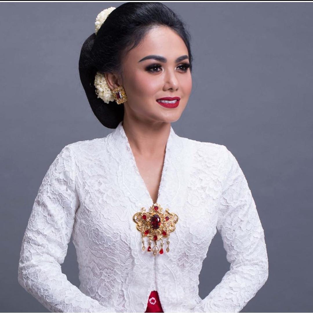 Penampilan 5 seleb rayakan Hari Kartini dengan kenakan kebaya