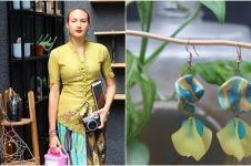 Nadine Chandrawinata lelang kebaya dan anting di Hari Kartini