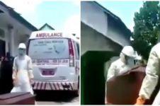 Kisah paramedis tak kuat angkat peti, kelelahan urus jenazah corona
