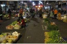 Foto pasar Salatiga lakukan physical distancing ini tuai pujian