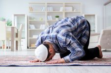Doa setelah sholat tahajud beserta artinya, mudah dihafalkan
