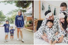 8 Inspirasi outfit kompak ala Ryan Delon dan keluarga