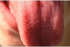 Kisah pria nekat potong lidahnya demi tangkal corona