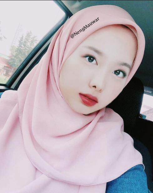 9 Editan Foto Member Twice Pakai Hijab Tampil Manglingi
