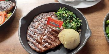 Tips membuat steak seenak di restoran ala Chef Gordon Ramsay