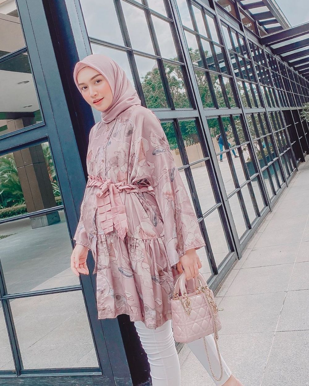 inspirasi hijab bernuansa pastel ala melody prima instagram