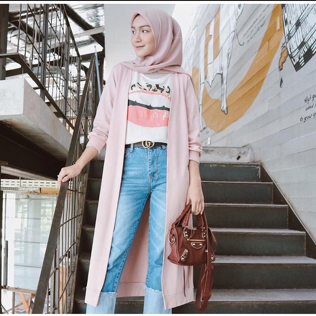 10 Ide outfit hijab bernuansa pastel ala Melody Prima, stylish