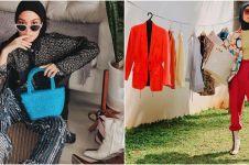 8 Gaya stylish Tantri Namirah di rumah, cuci baju pakai sepatu boots