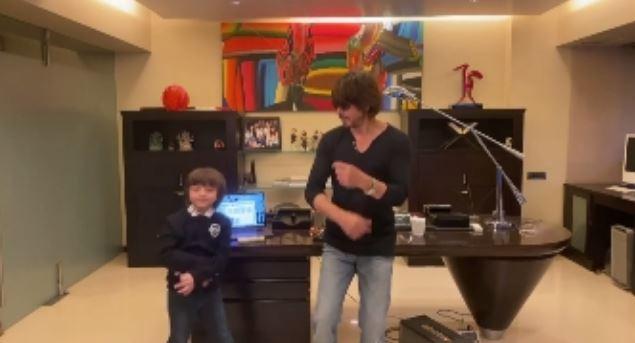 Reaksi Abram Khan dengar Shah Rukh Khan nyanyi Instagram