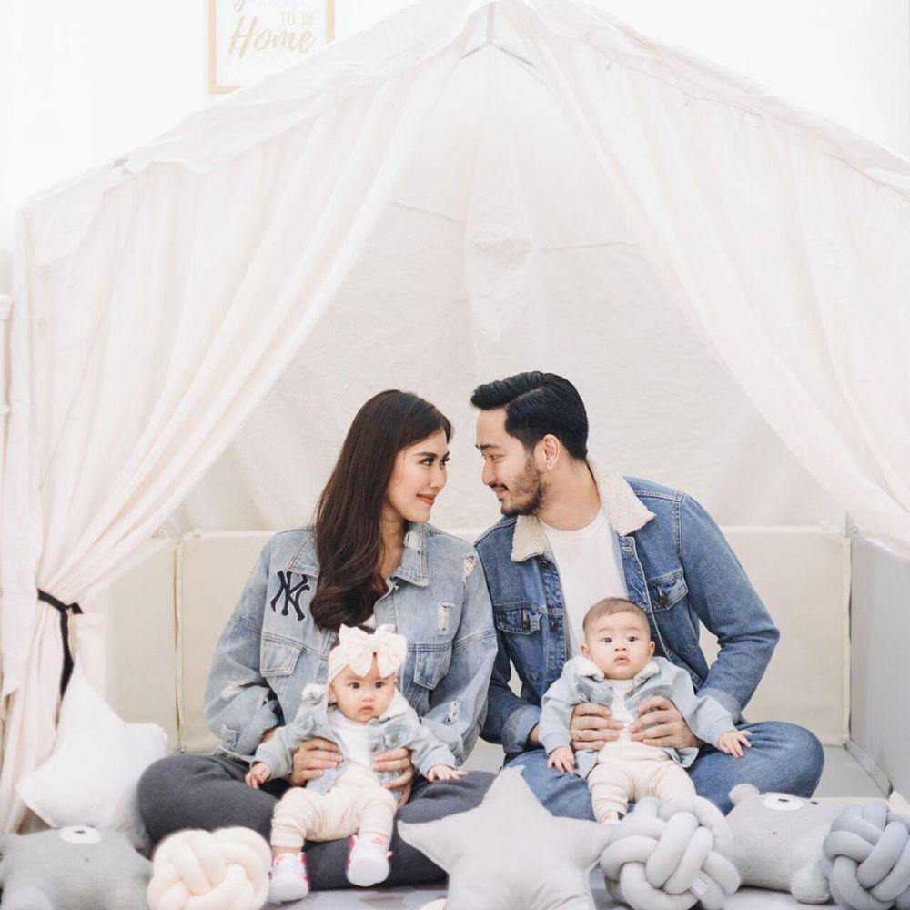 Pemotretan keluarga Syahnaz di rumah Instagram