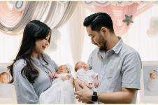 6 Pemotretan keluarga Syahnaz & Jeje di rumah, si kembar jadi sorotan