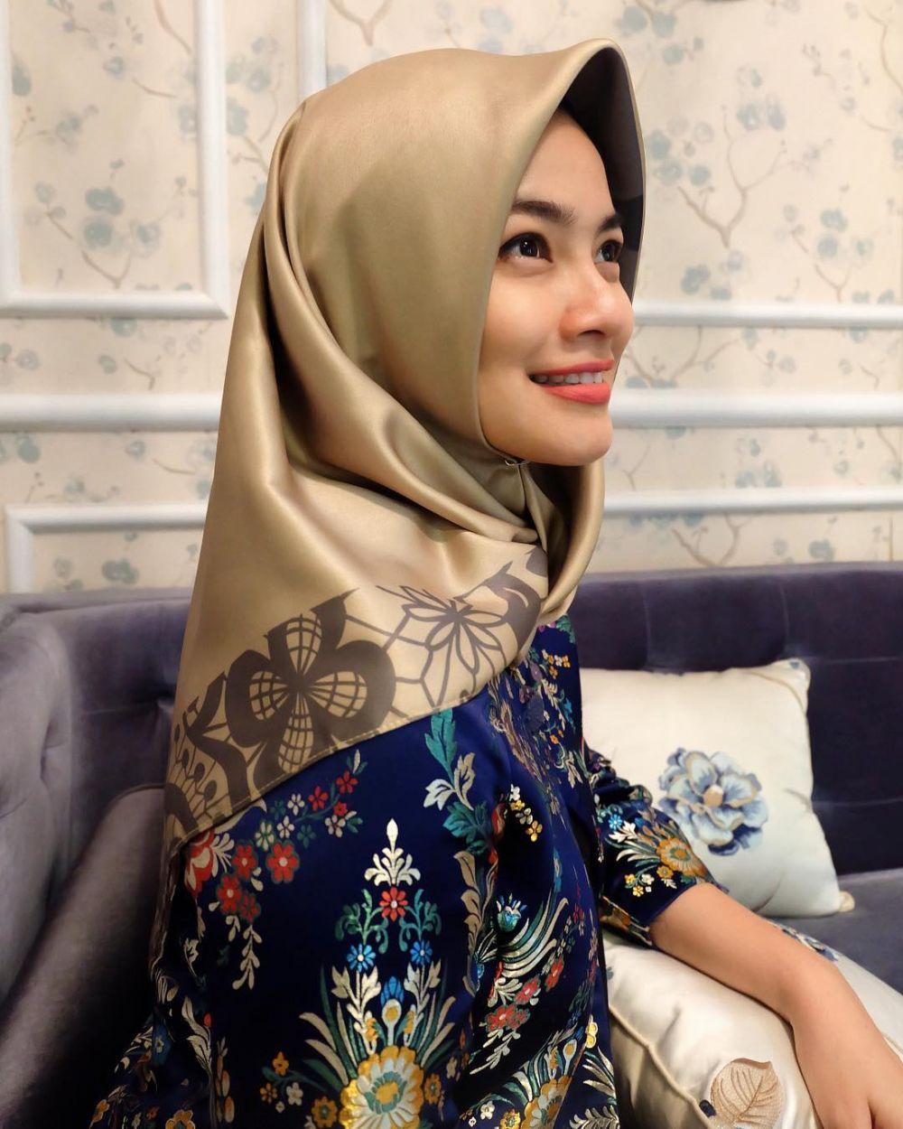 titi kamal kenakan hijab instagram
