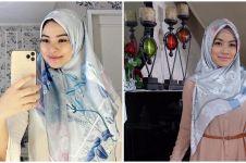 8 Potret Titi Kamal kenakan hijab, tuai pujian