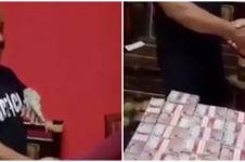 Viral, pria ini beli tokek seharga Rp 10 M secara tunai