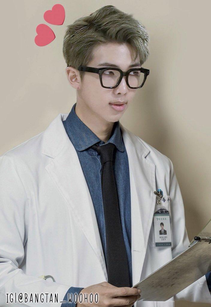 10 Potret andai personel BTS jadi dokter Instagram