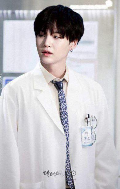 10 Potret andai personel BTS jadi dokter Twitter
