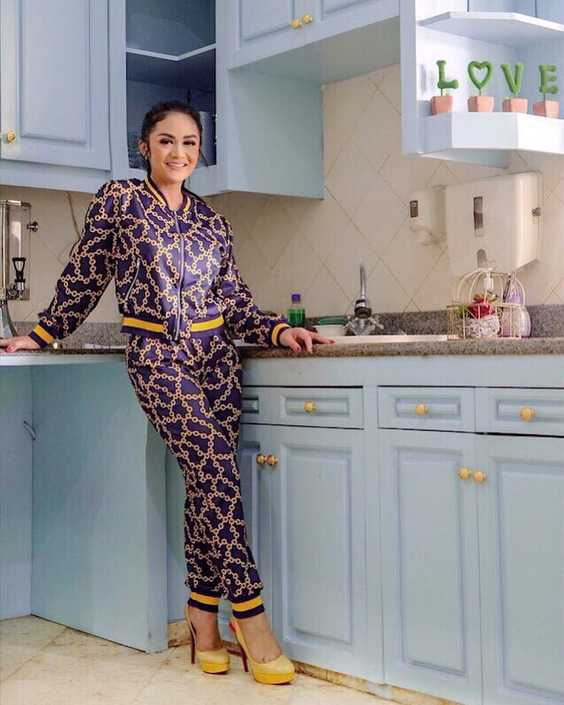 Desain dapur seleb full colour  berbagai sumber