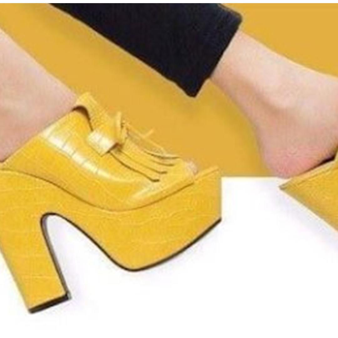 Pakai model cowok untuk sepatu cewek, alasan produsen ini tak terduga