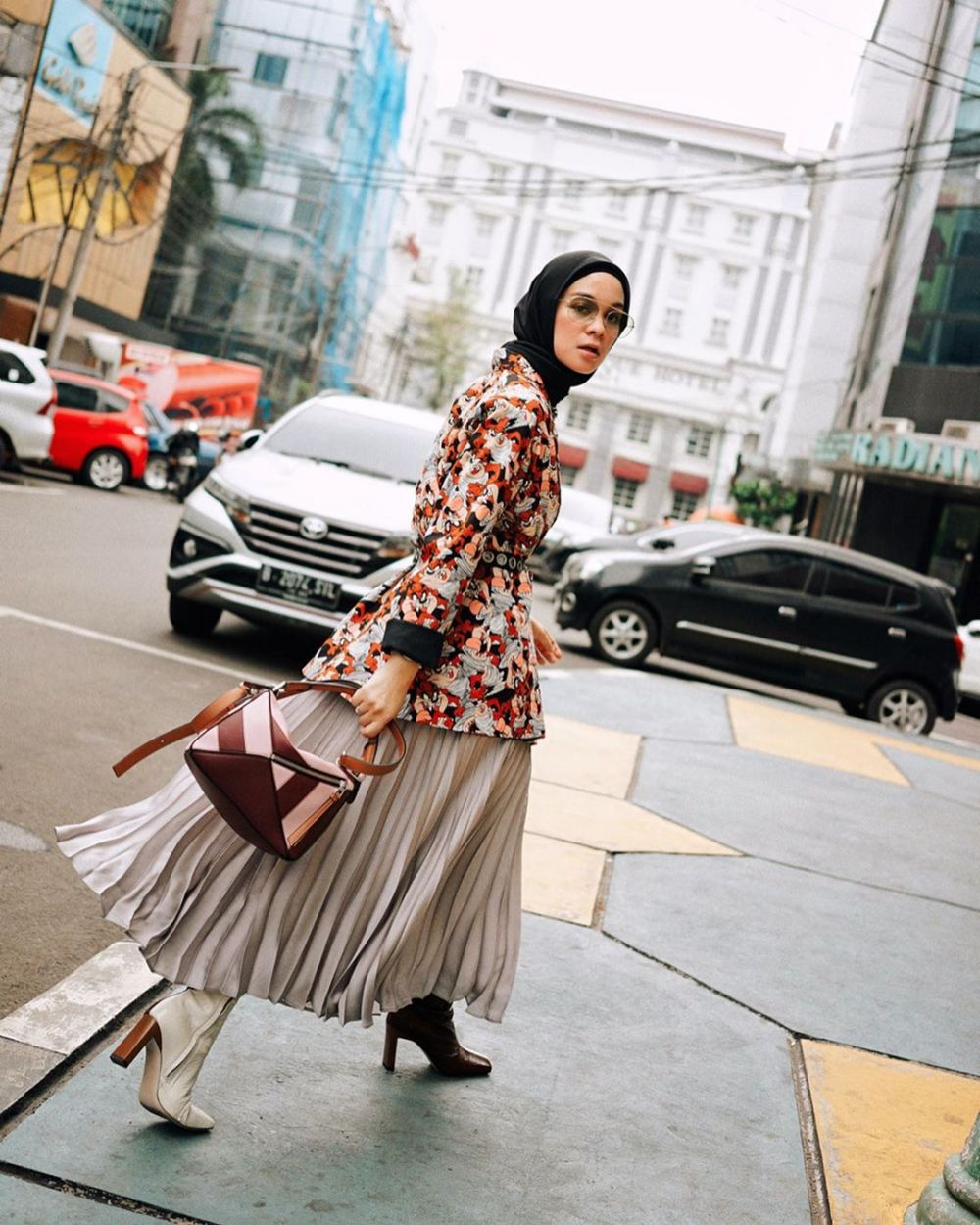 ide mix and match outfit hijab ala Tantri Namirah instagram