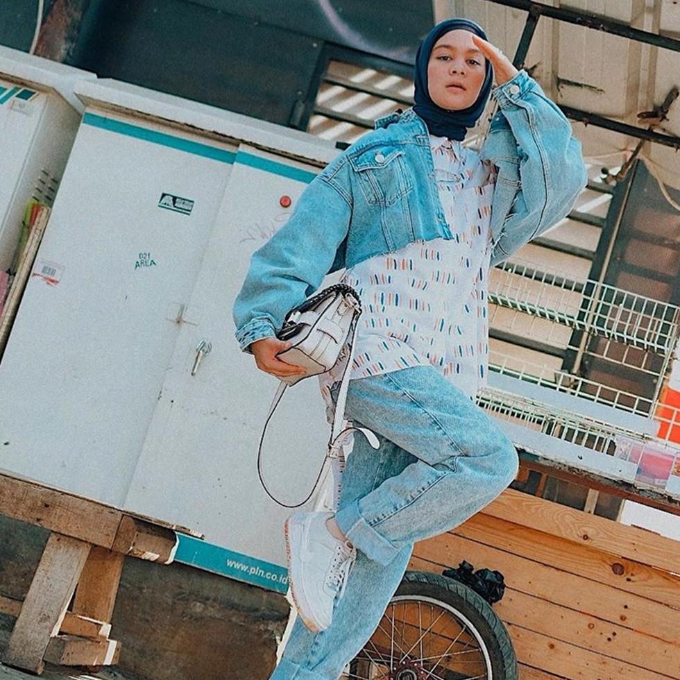 10 Ide outfit mix and match hijab ala Tantri Namirah, stylish & kece