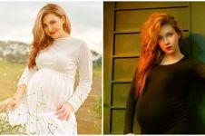 9 Potret maternity Alessia Cestaro, konsepnya simpel dan elegan