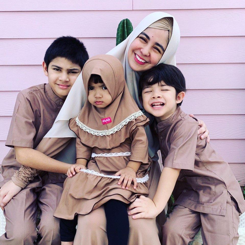 bayi seleb kenakan hijab © 2020 Instagram/@rachelvennya ; Instagram/@fitrop
