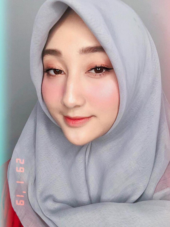 Pesona Sandrina pakai hijab Instagram/@sandrinamazayya