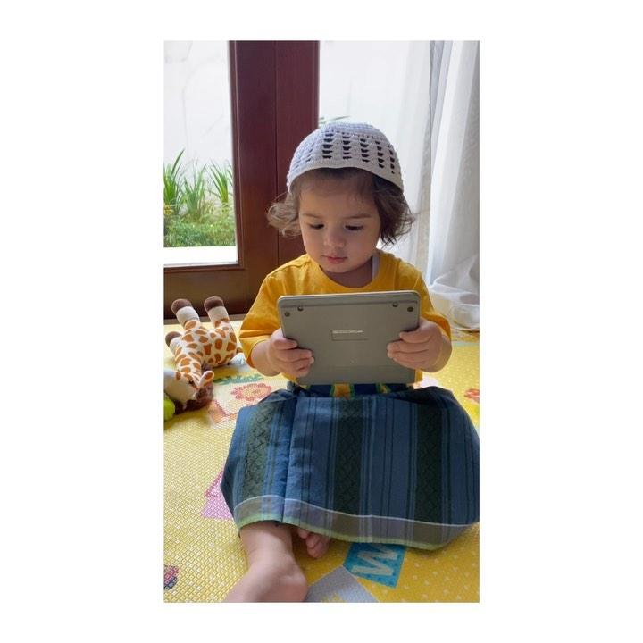 anak seleb pakai sarung © 2020 brilio.net Instagram/@meisya__siregar ; Instagram/@vienstasman