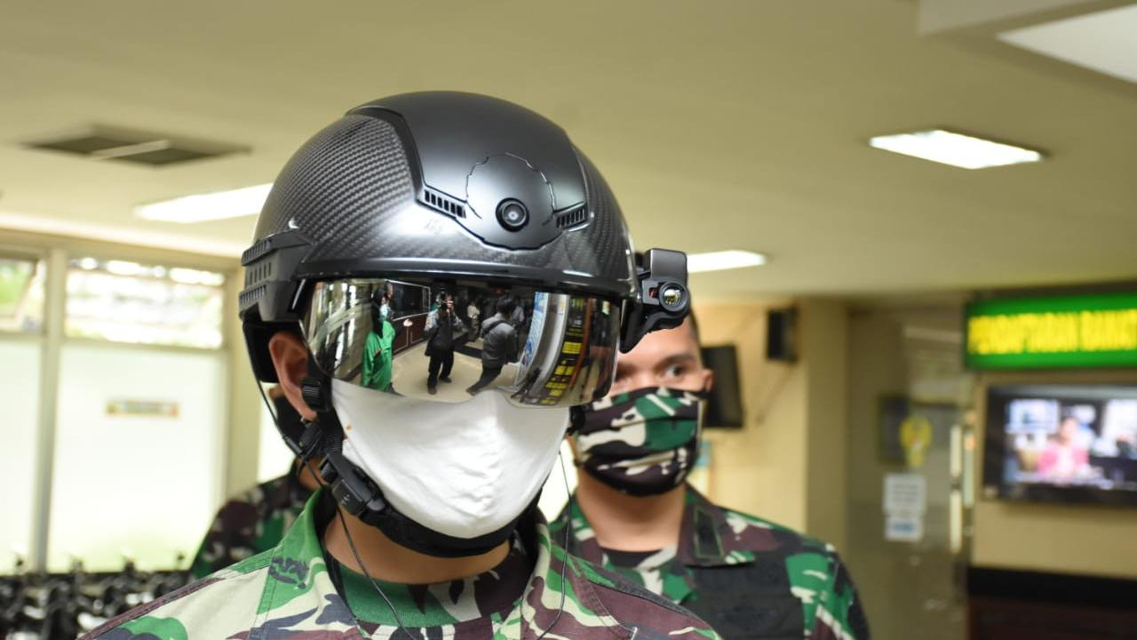 Helm canggih TNI cegah corona, bisa deteksi suhu tubuh jarak 10 meter