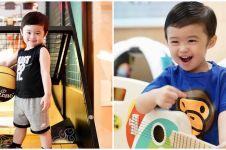 Aksi Raphael Moeis anak Sandra Dewi bantu ART bersihkan rumah