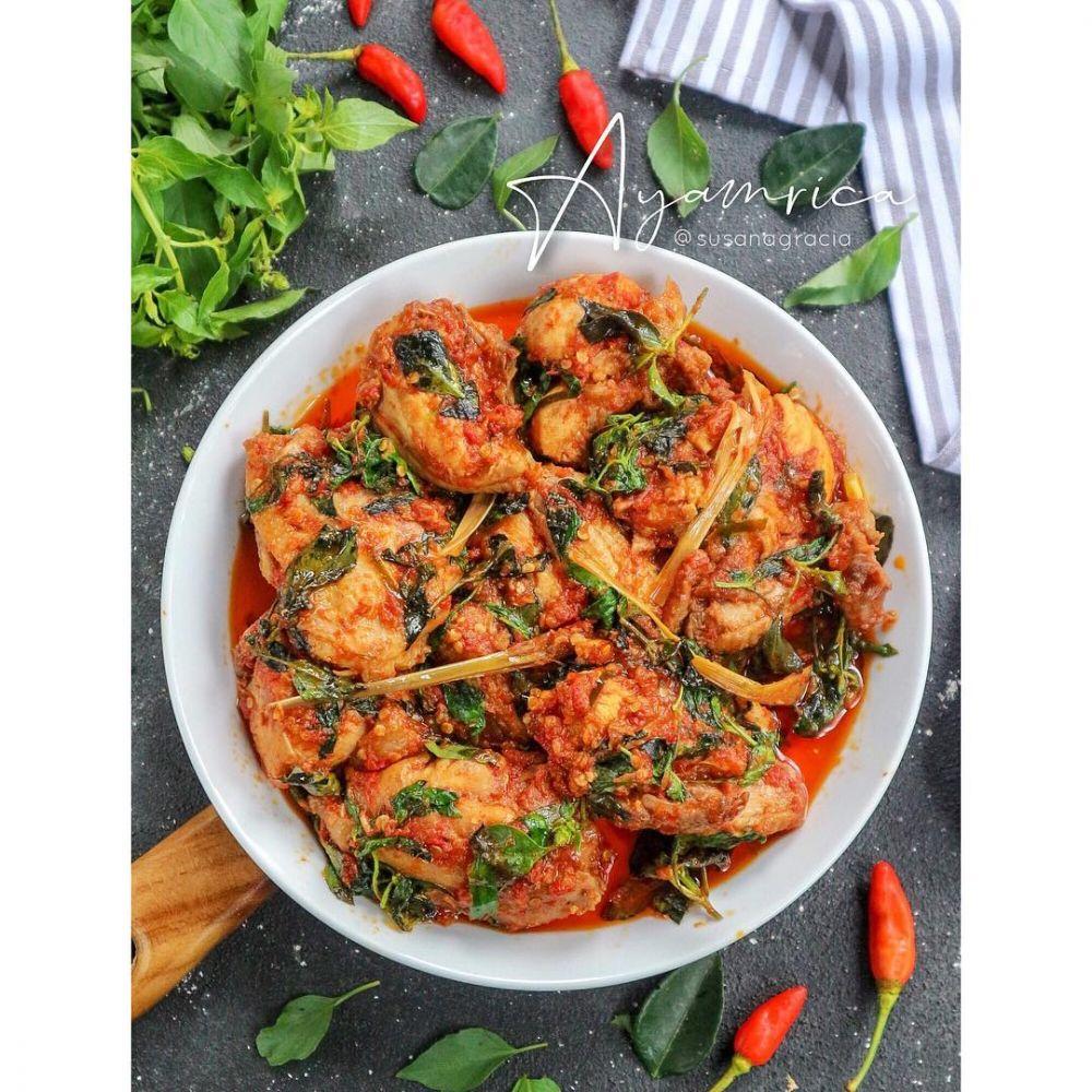 Resep olahan ayam sederhana © 2020 brilio.net Instagram/@yulichia88 ; Instagram/@novita._.sari