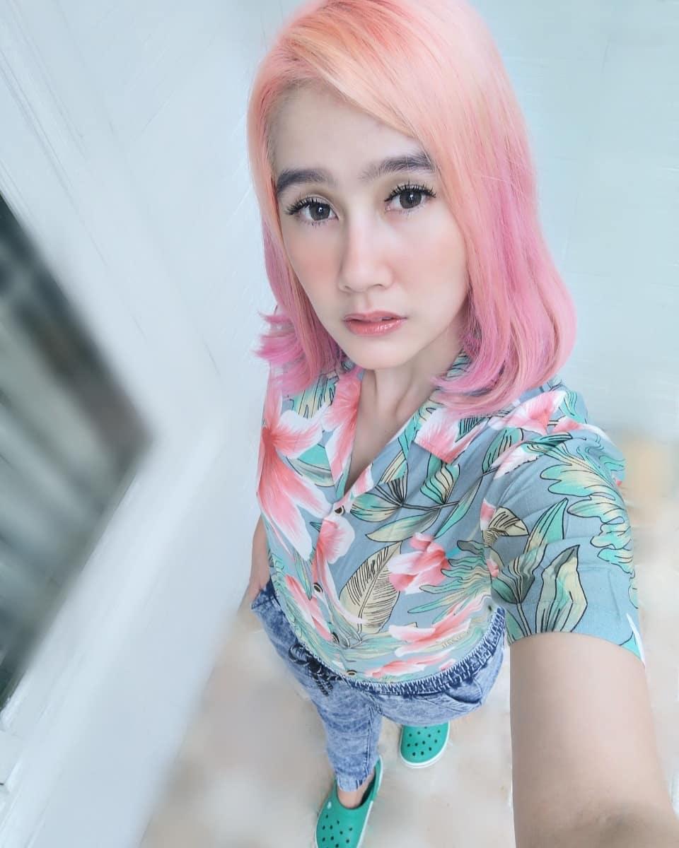 potret ardina rasti dengan warna rambut baru instagram