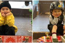 7 Aksi bocah 3 tahun yang jago skateboard, lompatannya memukau
