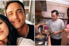 Potret 5 seleb ganteng masak makanan untuk istri, so sweet abis