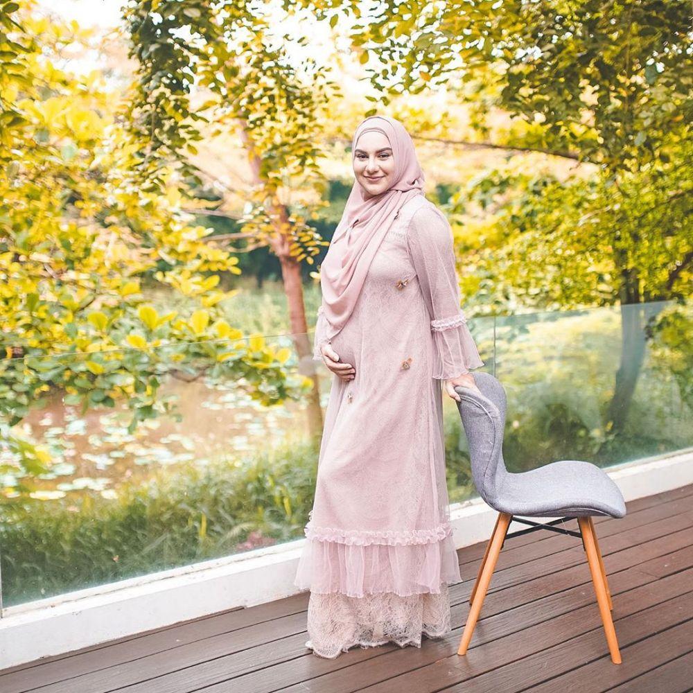 gaya seleb hamil anak pertama ada Asmirandah © 2020 brilio.net