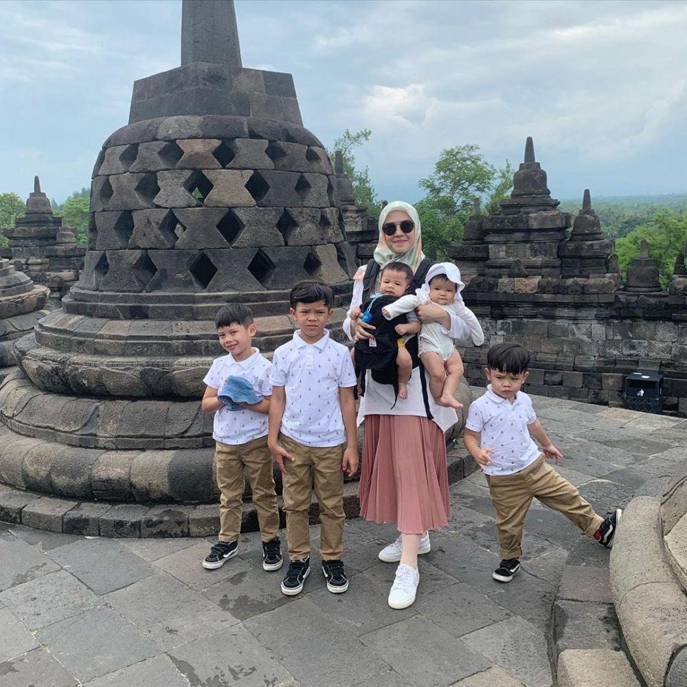 Potret Ratna Galih dan kelima anaknya Instagram