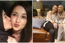 10 Potret manis persahabatan Laudya Cynthia Bella dan Julie Estelle