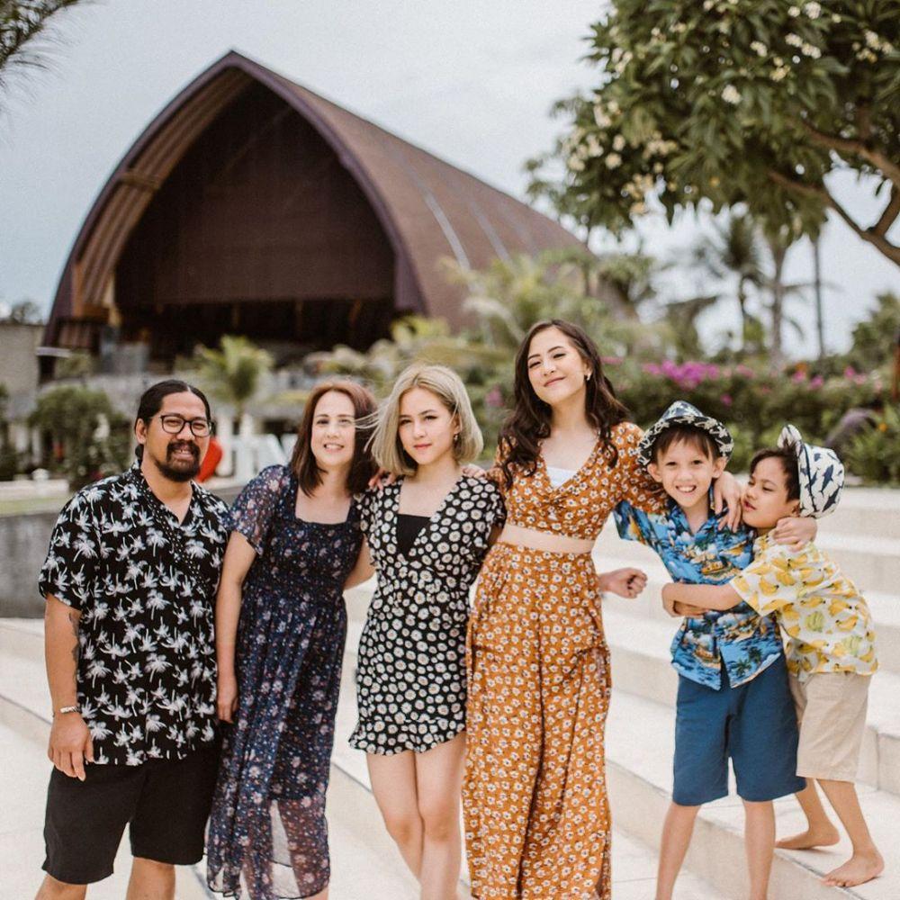 Adhisty Zara dan keluarga Instagram