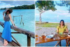 10 Penampakan rumah Bella Shofie di Maluku, pemandangannya pantai