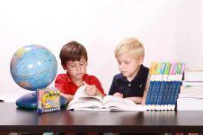 Tahun ajaran baru, ini 6 cara bikin anak senang belajar di rumah