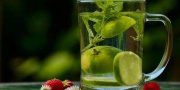 5 Ramuan infused water yang bisa mengatasi masalah kulit wajah