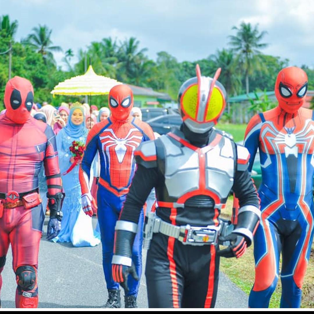 Viral kisah 4 kakak pakai kostum superhero antar adik perempuan nikah