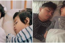 10 Seleb ini bagikan potret pasangan saat tidur, usil tapi sweet