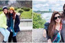 10 Potret kebersamaan Kriti Sanon dan adiknya, mirip banget