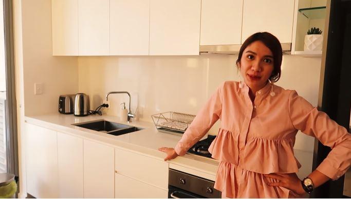 apartemen milik acha sinaga di australia berbagai sumber