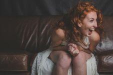 5 Alasan tertawa membantumu mengusir stres